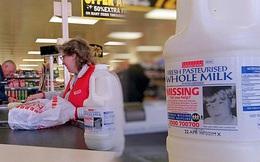 2 cậu bé được in hình trên những chai sữa bán chạy khắp nước Anh và câu chuyện bi kịch suốt 24 năm vẫn chưa có lời giải