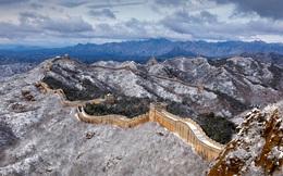 24h qua ảnh: Tuyết đầu mùa phủ trắng Vạn Lý Trường Thành