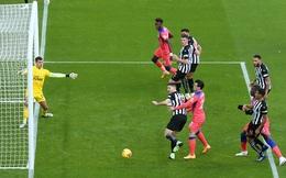 """Kết liễu """"Chích chòe"""" đầy gọn lẹ, Chelsea chễm chệ ngôi đầu Premier League"""