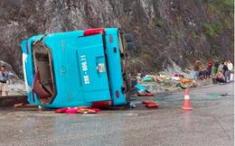 Lật xe khách trên đèo Thung Khe khiến 12 người thương vong