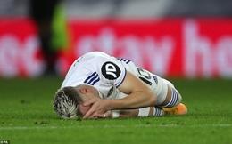 """Nicolas Pepe lĩnh thẻ đỏ vì tái hiện cú """"thiết đầu công"""" của Zidane"""