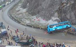 Nhân chứng kể lại giây phút xe khách lật trên quốc lộ khiến 12 người thương vong