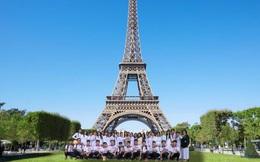 Chuyến du lịch đến Paris cực đặc biệt của một lớp học, nhìn ảnh trên máy bay ai cũng bật cười