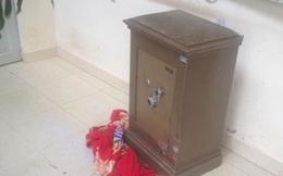 Nữ đạo chích lừa đánh chìa khoá nhà bạn để trộm két sắt