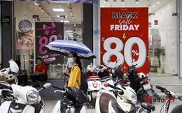'Giảm giá kịch sàn' trước ngày Black Friday, cửa hàng thời trang vắng hiu hắt