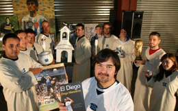 """""""Tôn giáo Maradona"""" và hàng loạt câu chuyện lạ lùng khó tin về """"Cậu bé vàng"""" của Argentina"""