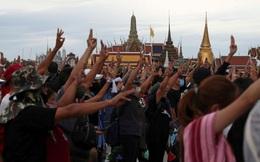 Người biểu tình Thái Lan nhằm vào tài sản của Nhà vua