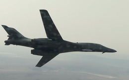 Video: Máy bay ném bom B-1B Lancer lần đầu mang tên lửa hành trình ngoài thân