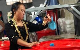 'Biến' rác thải thành nước rửa bát, lau nhà, tạo nguồn thu nhập 'khủng'
