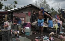 24h qua ảnh: Người dân Philippines dọn nhà sau bão Goni