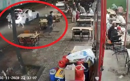 [Clip] Băng nhóm bịt mặt từ 3 xe ô tô lao vào quán nhậu hỗn chiến kinh hoàng