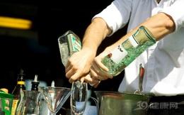 """3 cách uống rượu """"đổ thêm dầu vào lửa"""" gây hại cơ thể: Tiếc rằng nhiều người vẫn đang làm"""