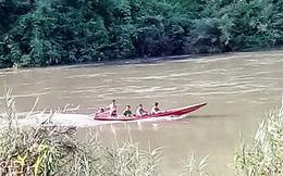 Chiếc xuồng chở 6 người thả cá phóng sinh bị lật trên sông Bé, hai người tử vong