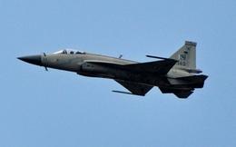 """Tiêm kích JF-17 do Trung Quốc sản xuất """"đấu"""" với Su-30 của Nga: Bên nào thắng?"""