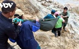 Dân quân khiêng thai phụ ở Quảng Nam vượt 20km đường rừng đi cấp cứu