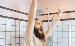 Đang tắm nước nóng mà bước ra không khí lạnh, người đàn ông Mỹ suýt chết do sốc phản vệ
