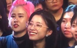 Anh quay phim Rap Việt lại có crush mới, lần này là gái xinh đeo kính với nụ cười siêu mê