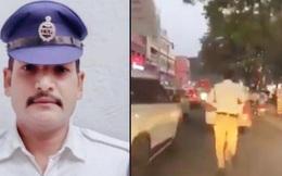 """Ấn Độ: '""""Tan chảy"""" trước anh cảnh sát chạy bộ 2 km mở đường cho xe cấp cứu"""
