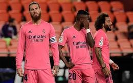"""Arsenal thảm bại ngay trên sân nhà; Real Madrid bị """"vùi dập"""" bởi hat-trick penalty"""