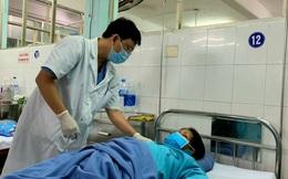 'Bắt' 2 sán lá gan cực lớn đang sống  trong ống mật chủ người phụ nữ