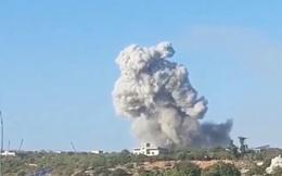 """Khoảnh khắc căn cứ quân thánh chiến bị nổ tung ở """"chảo lửa"""" Idlib"""