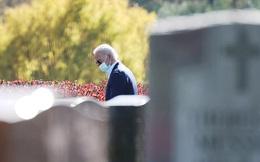 Joe Biden lặng người trước mộ con trai trong ngày thắng cử