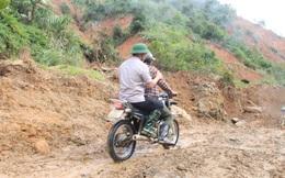 Vượt núi vào 2 xã bị cô lập, Chủ tịch Quảng Nam ban hành tình huống khẩn cấp