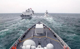 """Biển Đông: PLA gầm ghè tàu sân bay trực thăng Mỹ, Hoàn Cầu cảnh báo """"gắt"""" về chính quyền Biden"""