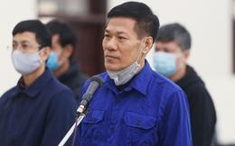 """Xử vụ """"thổi giá"""" máy xét nghiệm Covid-19: Cựu Giám đốc CDC Nguyễn Nhật Cảm bị đề nghị 10 - 11 năm tù"""