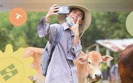"""Về Bình Định chăn bò cùng Soytiet: Chàng trai mồ côi từng đi ăn xin rồi trở thành """"hiện tượng mạng"""" khiến nhiều sao quốc tế phát cuồng"""
