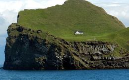 """Sự thật về """"ngôi nhà cô độc"""" bí ẩn nhất thế giới, nằm trơ trọi giữa hòn đảo hoang đẹp như tiên cảnh, khác xa với đồn đoán của dân mạng"""
