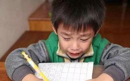Bài toán tiểu học ra đáp án ông nội sinh ra bố lúc 120 tuổi, đọc thấy vô lý không chịu được!