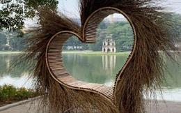 Tiểu cảnh hình trái tim bằng mây tre bên Hồ Gươm bị phản ứng mạnh: Dự kiến được trưng bày ở đâu?