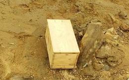 Phát hiện chiếc hòm gỗ trôi dạt trên sông, nghi bên trong có tro cốt người