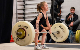 Bé gái 7 tuổi khỏe nhất thế giới có thể nâng tạ 80 kg