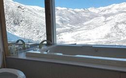 """Những nhà vệ sinh có view đẹp nhất thế giới, nhìn qua cứ ngỡ chỗ để chill hay check-in cực """"sang xịn mịn"""""""