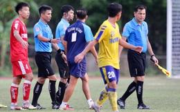 Lao vào sân chỉ mặt trọng tài, BHL U21 CAND đòi kiện vì không phục kết quả