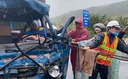 Giải cứu tài xế mắc kẹt trong cabin sau vụ tai nạn liên hoàn