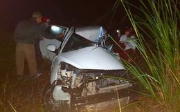 Tài xế tử vong, kẹt trong chiếc ô tô con biến dạng sau tai nạn