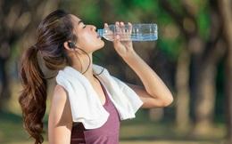 Uống nước cũng cần đúng cách nếu không muốn rước hoạ