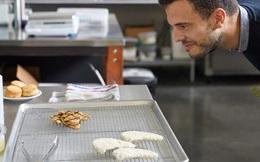 Gà nhân tạo đầu tiên trên thế giới lên đĩa tại Singapore