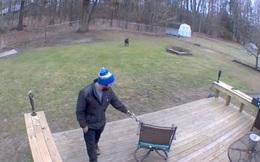 Đăng video bạn trai chơi với chó cưng của mình lên mạng, cô gái được khuyên chia tay cho sớm