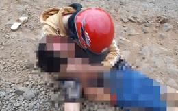 Mẹ đau đớn ôm thi thể con gào khóc  sau tai nạn trên quốc lộ