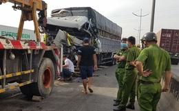 Tông vào xe container, tài xế xe tải tử vong, phụ xe bị thương trong cabin biến dạng ở Sài Gòn
