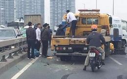 Xe cứu hộ đâm xe quét rác trên cầu Nhật Tân, 1 công nhân môi trường tử vong