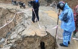 Thêm 1 người thiệt mạng do mưa lũ ở miền Trung, nhiều tuyến đường lại sạt lở