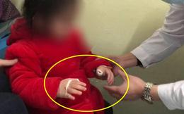 Cháu gái nhập viện vì không cử động được tay, bà nội hoảng loạn khi biết nguyên nhân nhưng vẫn tự trách bản thân mình