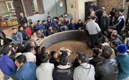 Hơn 100 cảnh sát ập vào sới gà, bắt 59 con bạc, thu giữ hàng chục chiếc xe