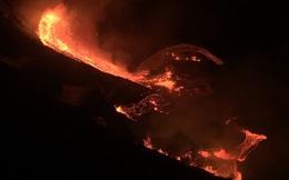 """Núi lửa Hawaii lại phun trào, hàng trăm người dân """"nín thở"""" chờ di tản"""