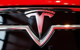 Cổ phiếu Tesla tuột khỏi mức kỷ lục trong ngày đầu gia nhập S&P 500